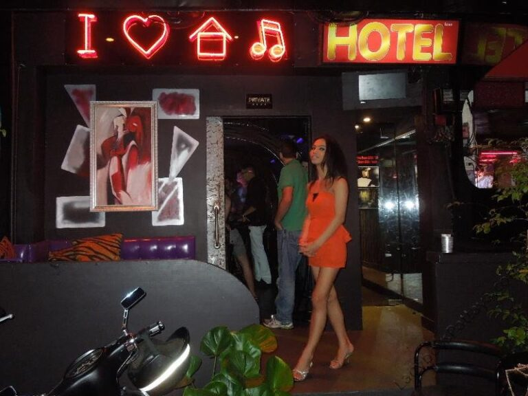 The-House-Ladyboy-Bar-Pattaya-7