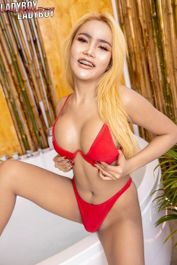 Manaow Bikini Ladyboy