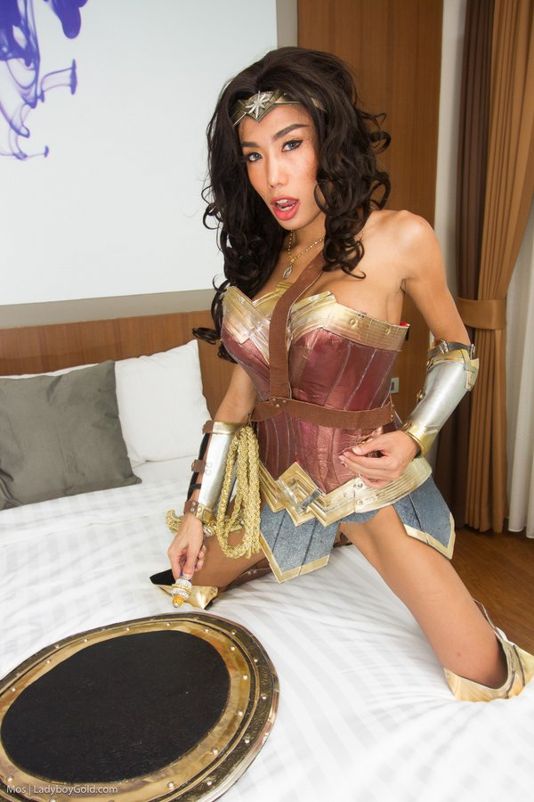Ladyboy Superstar Mos