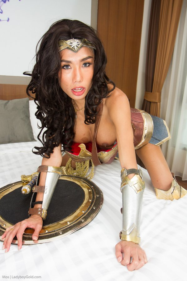 Ladyboy mos Wonder Woman