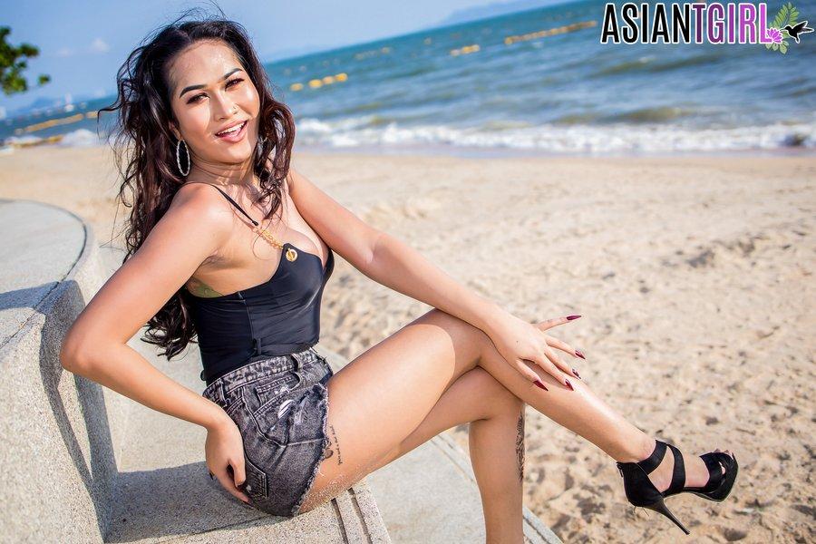 Pattaya Ladyboy Helen
