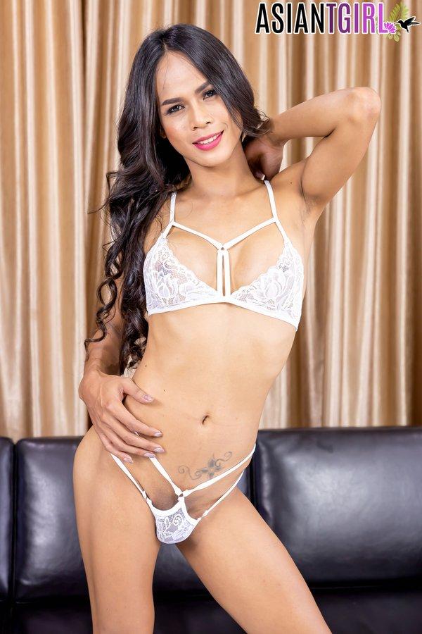 Sexy Ladyboy Peang