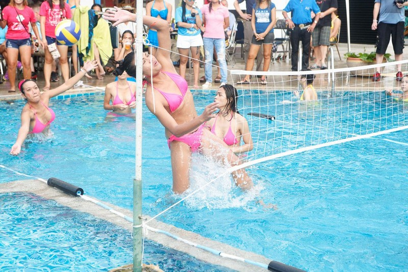 ladyboy waterball volleyball