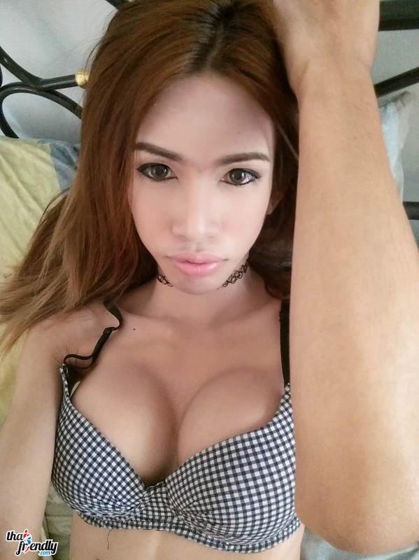 thai-friendly-ladyboys-16